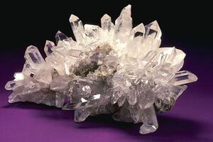 Thạch anh là gì? tại sao nên dùng đá thạch anh trong phong thủy?