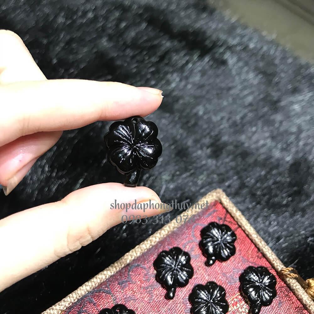Cỏ bốn lá đá obsidian