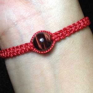 Vòng đá mắt hổ đỏ handmade